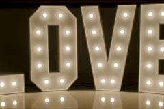 Love-bily-uzky-2