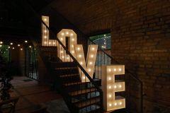 Svetelny-napis-LOVE